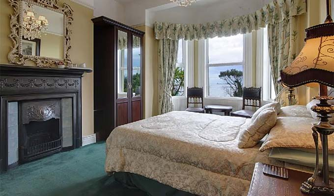 Beautiful Bedrooms overlooking the Dublin Ferry