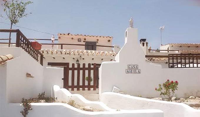 Casa Aguila, Galera
