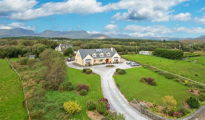 In an ideal peaceful location but only 500 metres from Sneem village